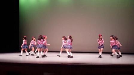 活泼可爱的小学生表演《Rookie》&《SIGNAL》
