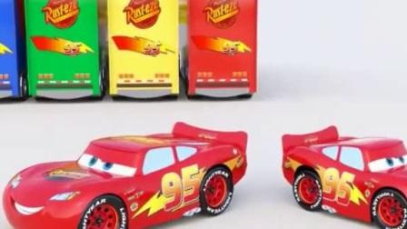 幼儿教育卡通 超级货车闪电麦昆组装和运输各种各样的赛车小闪电麦昆