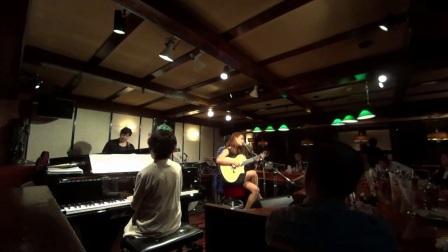 Keissy Costa使用玛丁尼舞台吉他现场演出