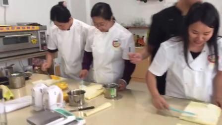 芒果戚风蛋糕卷 教学示范3 学员亲手制作【嘉政甜品培训】