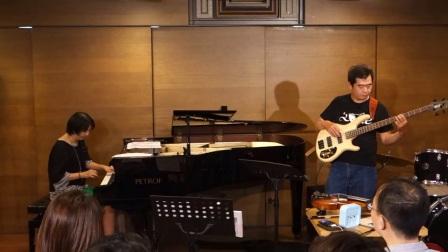 凱雅老師與啟彬老師在講堂現場,為各位示範解析了爵士鋼琴大師Bill Evans的傳世演奏風格,以及Voicing的重要