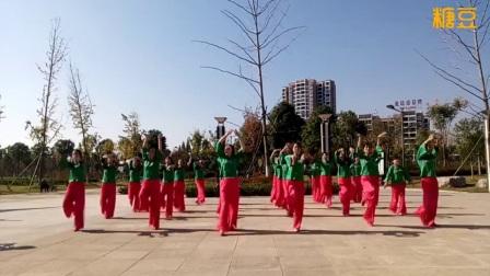 応子广场舞:   《天边》    演绎  滨江飘逸舞队姐妹们    摄影    含羞草