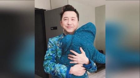 庾澄庆首晒二胎女儿照片 还宣布又生了个宝宝 171206