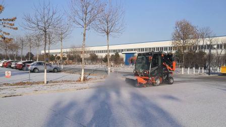 同辉汽车驾驶式多功能城市清扫机滚刷除雪作业视频--15712702379