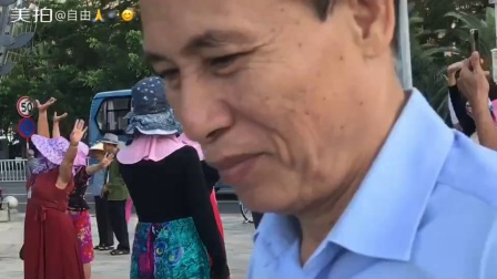 海月广场新疆舞
