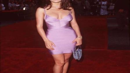 墨西哥女星萨尔玛·海耶克出席发布会,紫色礼服为她添魅力