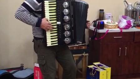 老爷子八十五岁的生日七十二岁的刘志明老师演奏的《啤酒桶波皮卡》