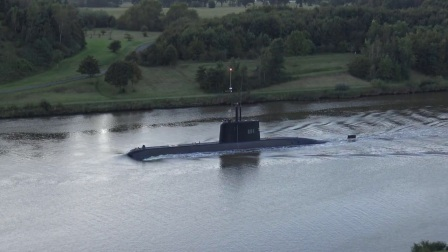埃及海军209型潜艇通过基尔运河