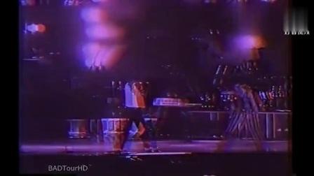 迈克尔杰克逊演唱会上被舞伴挑衅斗舞, 天王霸气回击!
