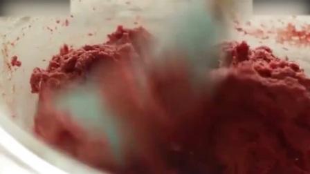 慕斯蛋糕教程棉花糖草莓杯子蛋糕, 太会玩了奶油裱花
