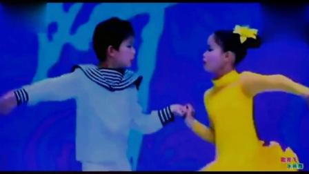 两个五岁小孩的双人广场舞歌在飞表演比大人跳的都好看