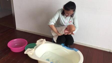 新生儿洗澡 2