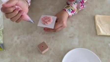 蛋糕裱花制作 裱花教程视频入门 用奶油挤小寿桃的视频