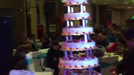 20171220 热闹 八层蛋糕 八十大寿 合家庆祝  王二哥老母亲八十高寿 乐极 喜极