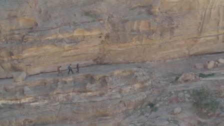 从巴斯克出发的Breeze III徒步旅行靴穿越约旦步道