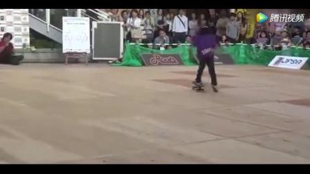 瞬间变身小迷妹日本小男孩参加自由式滑板竞技