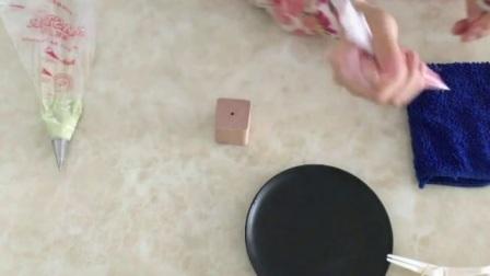 裱花教程视频入门 用奶油挤小寿桃的视频 蛋糕裱花制作