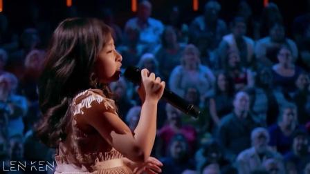 华裔小女孩和主持人对话流利 歌曲唱好听