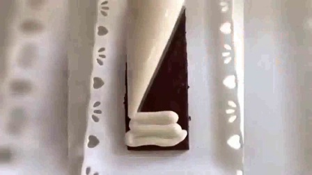 旋转玫瑰裱花 裱花培训班多少 韩式裱花生日蛋糕图片