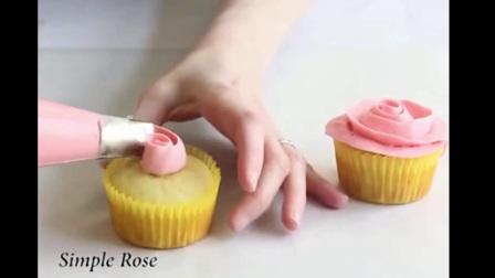 纸杯蛋糕的做法 蛋糕上的草莓 家庭蛋糕的制作方法