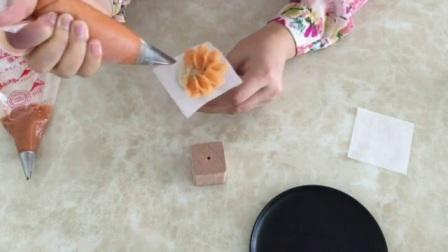韩式蛋糕裱花步骤图片 裱花蛋糕培训 如何用裱花嘴挤寿桃视频