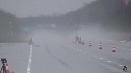 宝马M5 E60 V10 vs 奔驰C63 AMG 比赛!