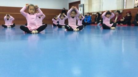 小萝莉之舞蹈展示课2