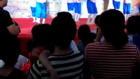 菏泽市定陶区天亿青少年艺术培训中心《手拉手》