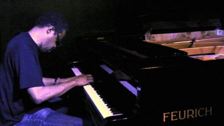 弗尔里希钢琴世界名曲之美国创作爵士演奏家Matthew Shipp与FEURICH 218演奏会 I型