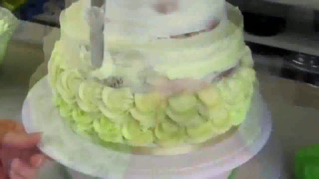 玫瑰花造型纸杯蛋糕-如何裱花自制蛋糕的做法