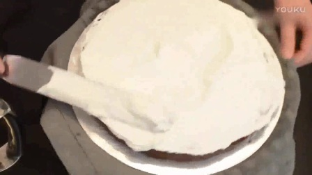 芝士蛋糕裱花 奶油裱花纸杯蛋糕图片 水果裱花蛋糕