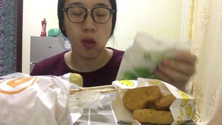 双层吉士堡+肉饼+鸡块+烤面筋+烤鱼豆腐吃播~小雅吃播~中国吃播~ 上班吐苦水