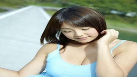日本可爱的女星筱崎爱亲自演绎六月的芳菲,网友风大点就好了
