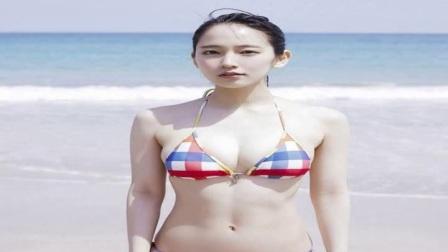 日本女星吉冈里帆海边度假,网友做男人好苦