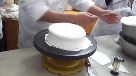 裱花蛋糕的制作方法 心形水果蛋糕裱花图片 新 裱花培训