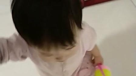 桃桃g和桃爸光脚丫溜达_20180106_173108