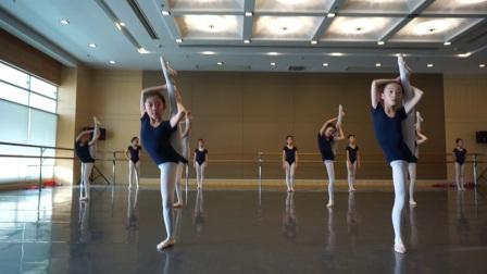 四年级第一学期舞蹈汇报表演-基本功
