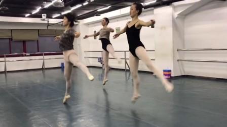 丰迪芭蕾成人班—中级班期末结课记录