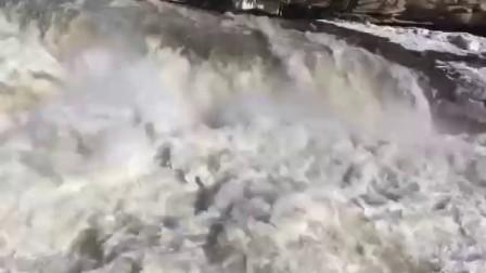 壶口瀑布现冰龙