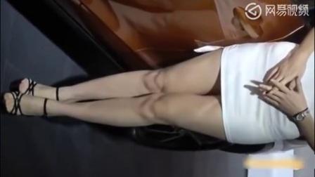 车展上的性感美女车模, 皮肤好白, 邻家小妹的感觉!_标清
