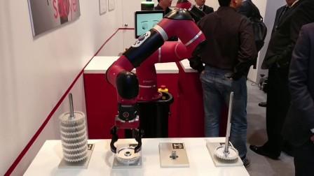 Sawyer智能协作机器人能够准确地将零部件放置在正确的位置