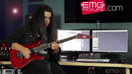 "Luis Kalil performs ""Boulevard"" on EMGtv"