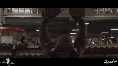 Arash Rahbar与Chris Bumstead一起训练胸肌