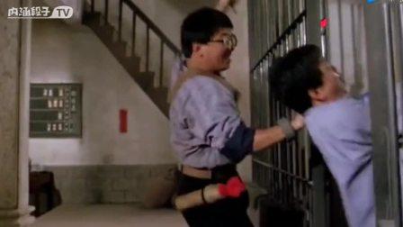 林正英拍的僵尸电影可都是下足了功夫,一地的蝎子往人脸上扔