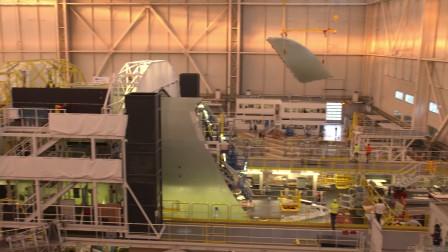 首架超级大白鲸运输机货舱门安装