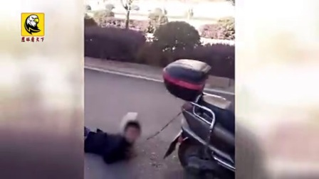 疑似不听大人话 小男孩被绑电动车后拖行