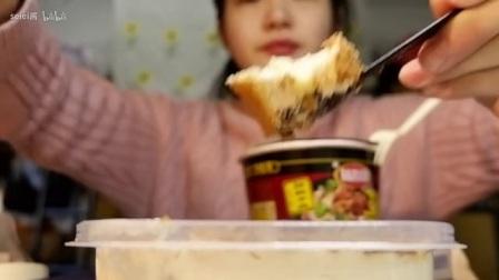 『吃播』欣达利酸辣米线,一鸣咖喱鸡丁饭团,咸奶油奥利奥盒子蛋糕,焦糖海盐可可脆蛋
