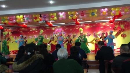 舞蹈:  民族团结一家亲,  编导:  卢雪,  表演;  新疆石河子金色年华舞蹈队