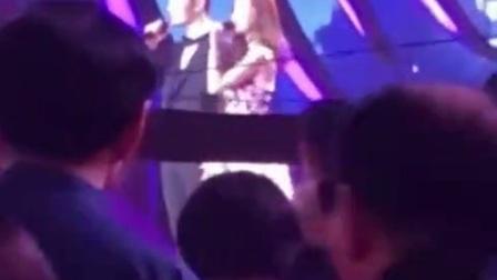 杨颖黄晓明夫妻同台献唱《来日方长》好甜! baby唱功几分?