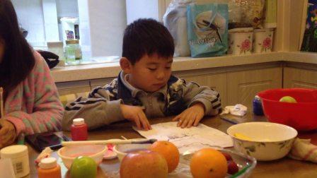 【6岁半】12-18哈哈跟妈妈一起画水彩画《圣诞老人》IMG_9386